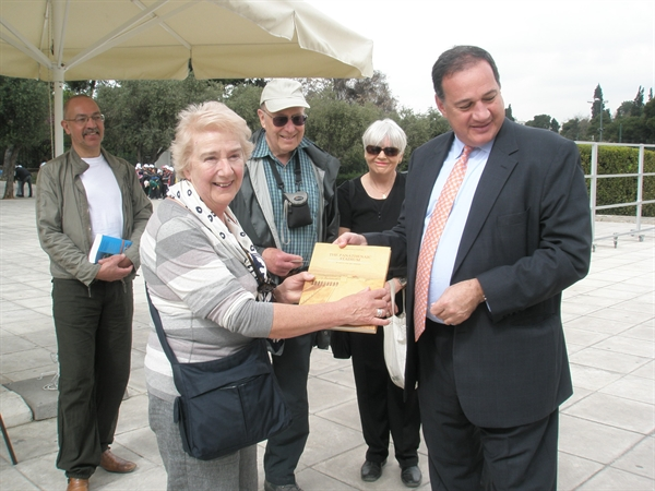 The President of HOC Spyros Capralos offers the book with the history of Panathenaic Stadium